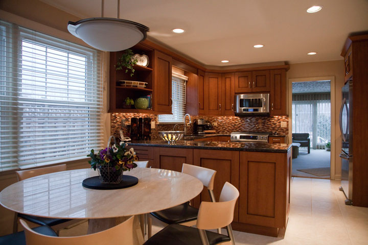 Kitchen design with dining area, Wilmette, IL