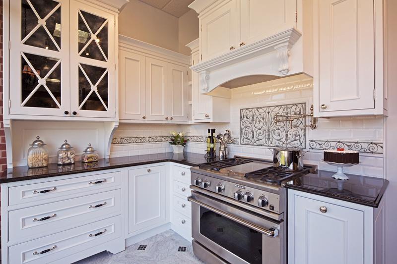Traditional White Kitchen Elmwood Custom Kitchens