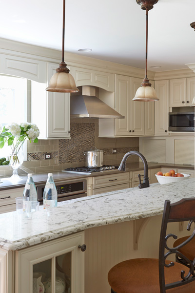 3-Traditional-Kitchen-in-Deerfield-with-Painted-Linen-Color-Cabinets
