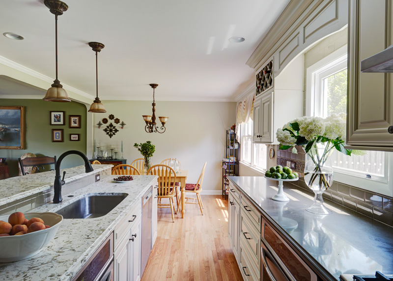 6-Traditional-Kitchen-in-Deerfield-with-Painted-Linen-Color-Cabinets