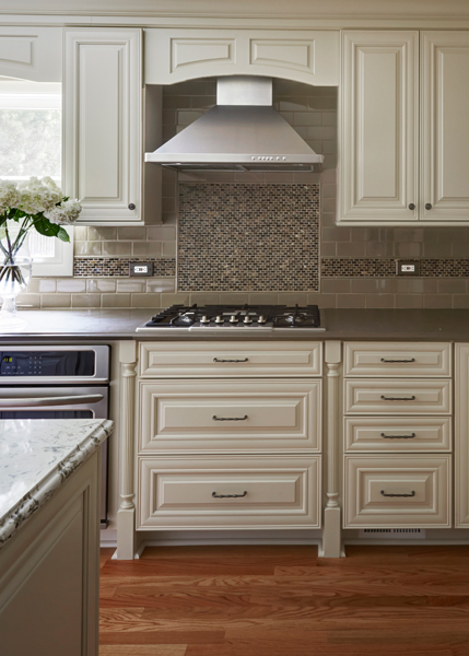 7a-Traditional-Kitchen-in-Deerfield-with-Painted-Linen-Color-Cabinets
