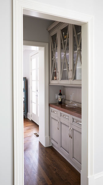 Painted-Warm-Grey-Butlers-Pantry-in-Winnetka