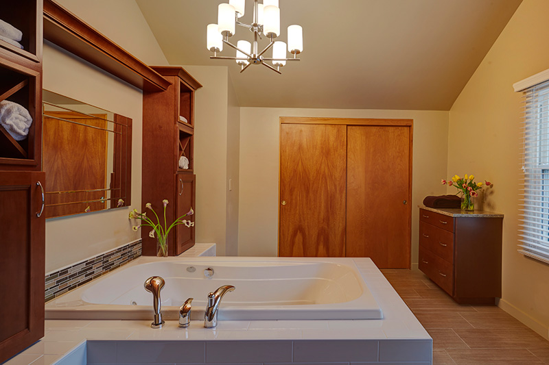 6-spa-like-master-bath-retreat